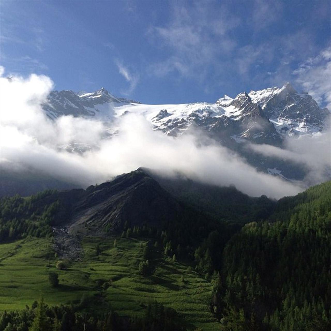 Mountains 690x690 2